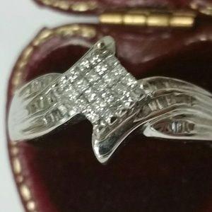 Jewelry - 10k white gold 1.00carat princess cut diamonds